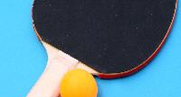 Raquete e bola de pingue-pongue