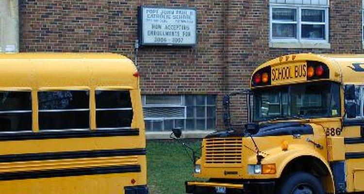El respeto, la cooperación de los padres y el ayudar a la planificación administrativa mantiene a los niños seguros en la escuela.