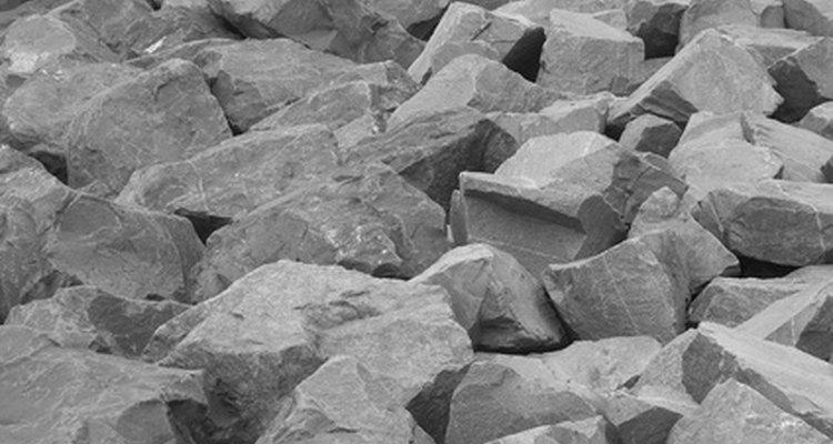 Pesar roca triturada.
