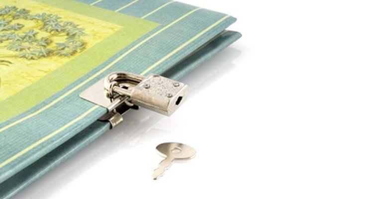 Faça um diário com um cadeado para combinar com sua personalidade