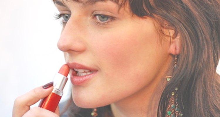 Encuentra una línea de maquillaje libre de plomo.