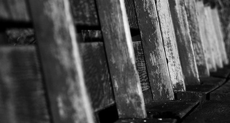 Tradicionalmente, la madera es el material de construcción típico para las vigas de apoyo que se usan en los hogares.