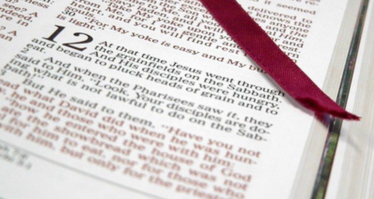 Incluye un versículo de la Biblia en tu invitación.