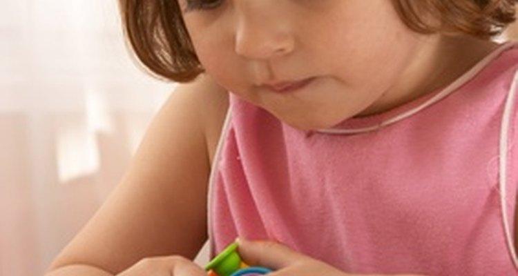 Las habilidades para la escritura se desarrollan durante la etapa preescolar.