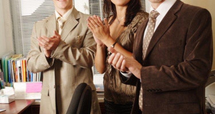 Para esta actividad, el facilitador proporciona a cada participante una ficha indicando el nombre de tres participantes.