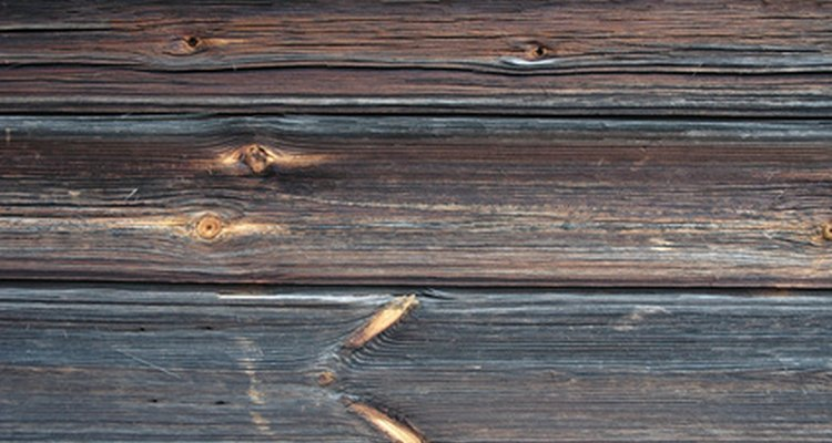Los tratamientos para madera ayudan a extender la vida útil de tus estructuras exteriores de madera.