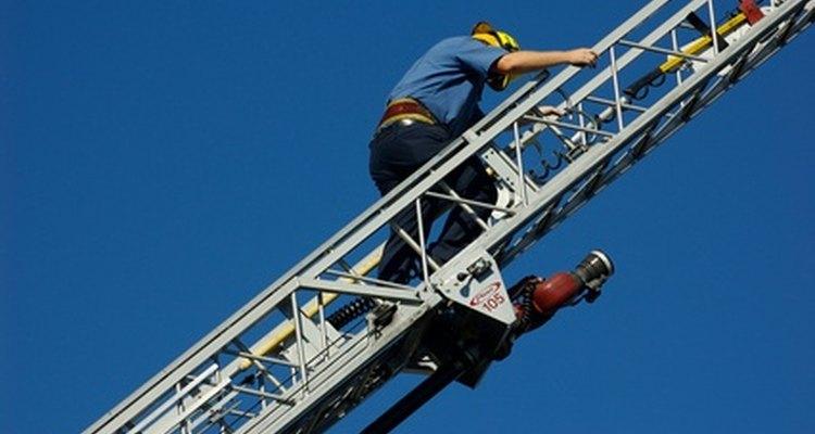 Los bomberos sufren lesiones a causa de caídas con frecuencia.