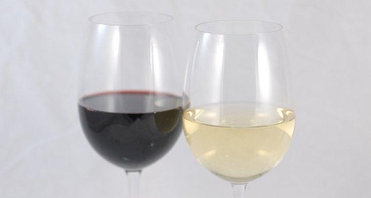 O vinho caseiro pode ser filtrado para melhorar a limpidez e a cor
