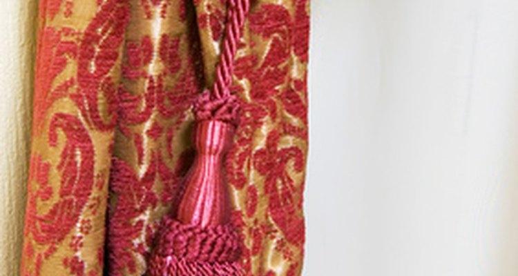 Borlas são uma opção para prender cortinas em uma braçadeira