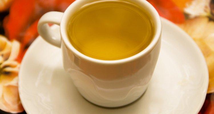El té verde está lleno de antioxidantes que benefician al cabello y al cuero cabelludo.