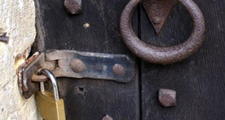 Abra uma porta trancada.