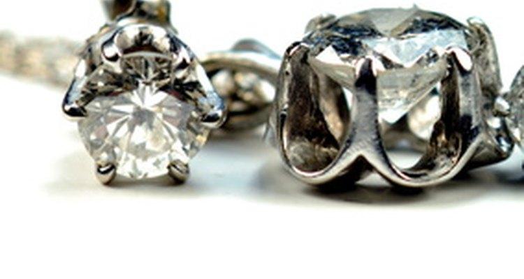 ¡Comprarle a tu esposa una joya hermosa es una excelente forma de decirle que lo vale!