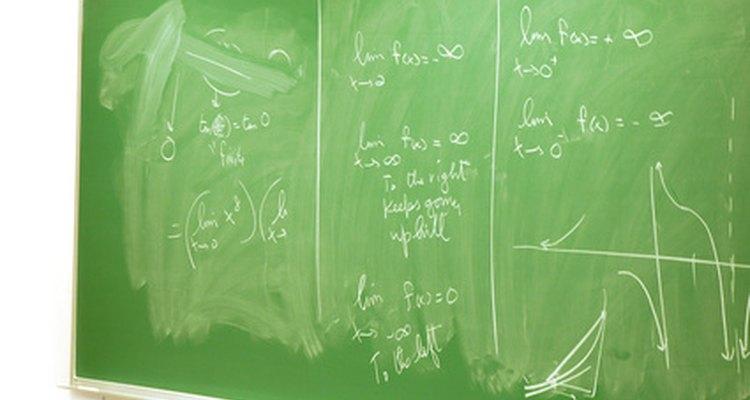 Muchos físicos desarrollan ecuaciones para explicar sus teorías.