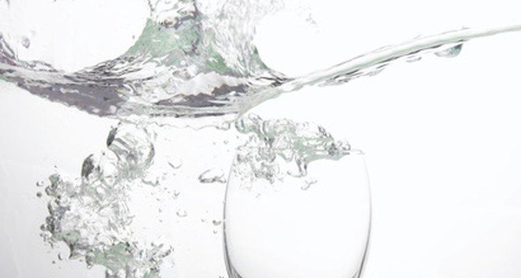 Você pode fazer seu próprio filtro de água em casa