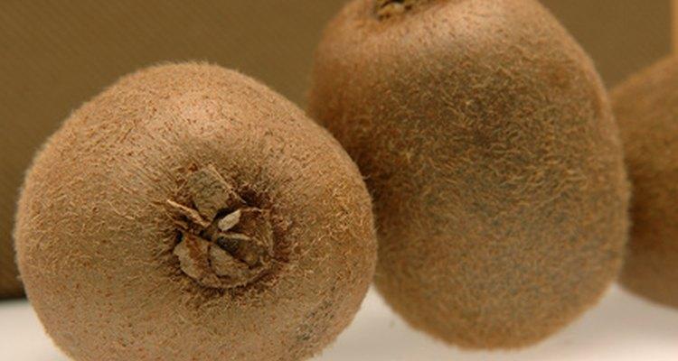 Comer la piel del kiwi aumentará tu consumo de fibra.