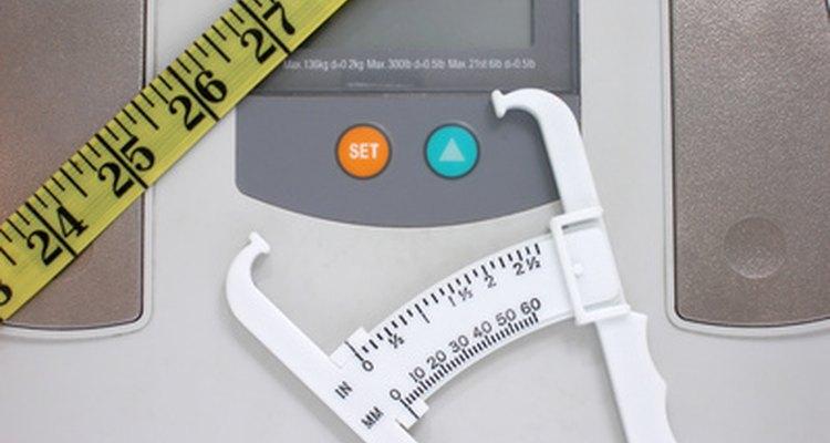 Una balanza electrónica tiene un sensor con celda de carga.
