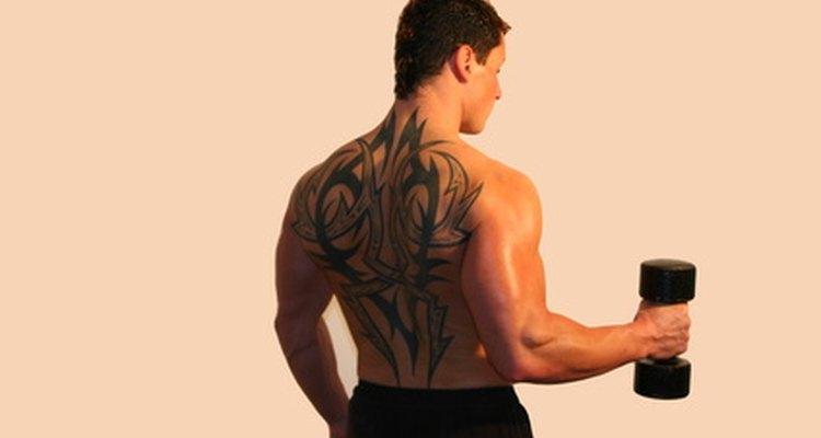 A rosca martelo trabalha o músculo do antebraço e do bíceps