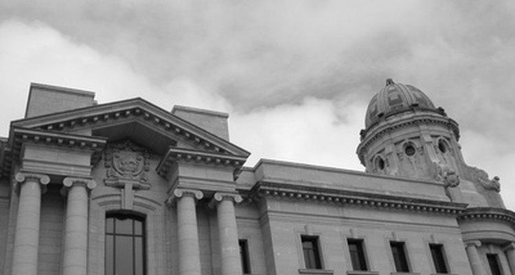 Gobiernos federales, estatales y locales.
