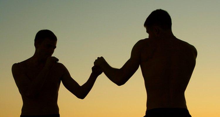 Los boxeadores adolescentes se enfocan en el acondicionamiento, en el ejercicio de piernas y en la técnica de golpeo.