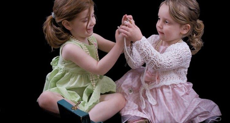 Los juegos de rol mejoran las interacciones sociales de un niño en edad preescolar.