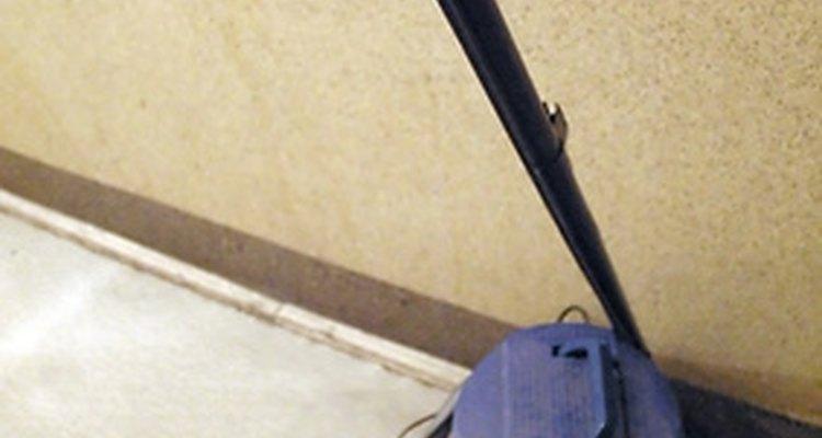 Limpe seu aspirador regularmente para diminuir o nível do barulho