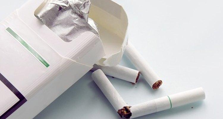 Desecha las colillas de cigarrillos y los fósforos correctamente.