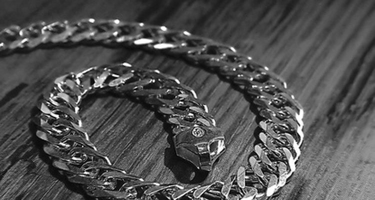 Las cadenas de plata vienen en distintas formas y tamaños.
