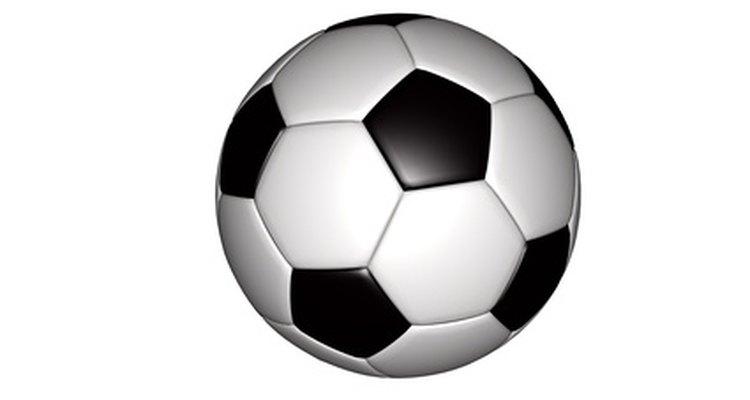 A bola de futebol é peça-chave do jogo no quesito equipamento