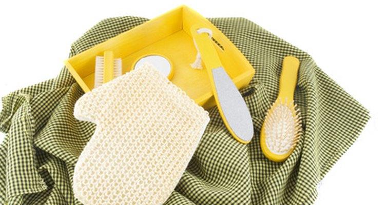 As esponjas de lavagem utilizadas para esfoliação ajudam a lavar a sujeira e a manter a pele seca