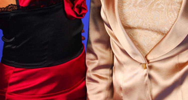Escoge una tela adecuada que combine con tu vestido.