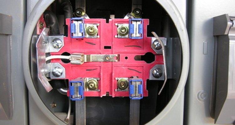 El lado superior de la base de un medidor es el lado de la línea; la parte inferior es el lado de carga.