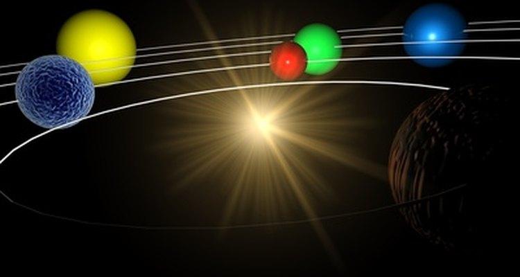 Um móbile do sistema solar possui vários corpos celestes de diferentes tamanhos