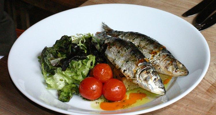 Aprenda várias maneiras diferentes de comer sardinha