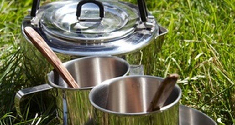 Las comidas para un campamento primitivo van desde platos gourmet hasta alimentos básicos de supervivencia.