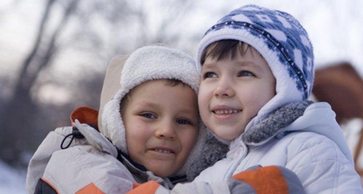 Las actividades para niños para ayudar a otros pueden centrarse en las obras corporales de misericordia.