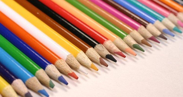 Caricature artists often use coloured pencils.