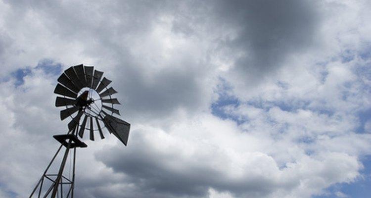 Moinhos de vento rurais usados no século 19 até hoje em dia