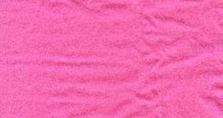 Utilize um tecido rosa para fazer a cauda