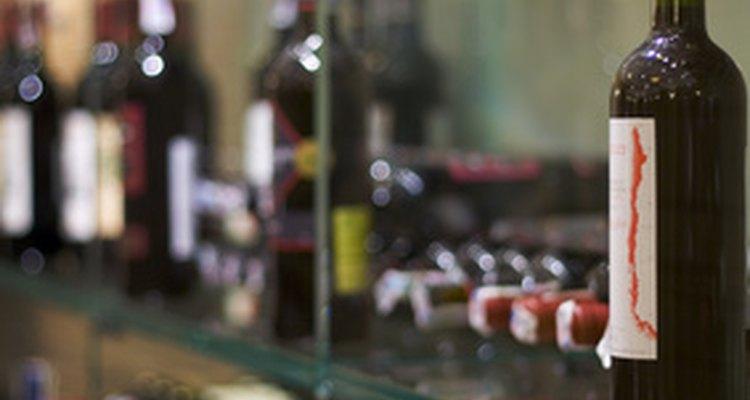 Para ganar propinas, los barmans muestran una personalidad amable.