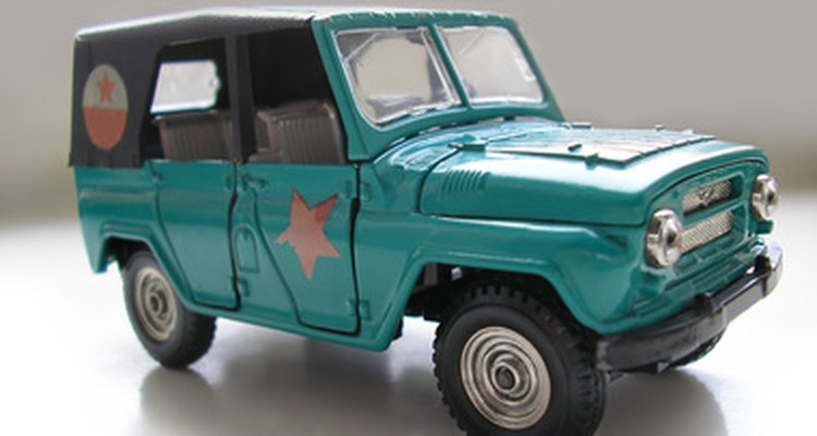 Quita la pintura de un modelo antes de realizar un nuevo trabajo con fluido para frenos.