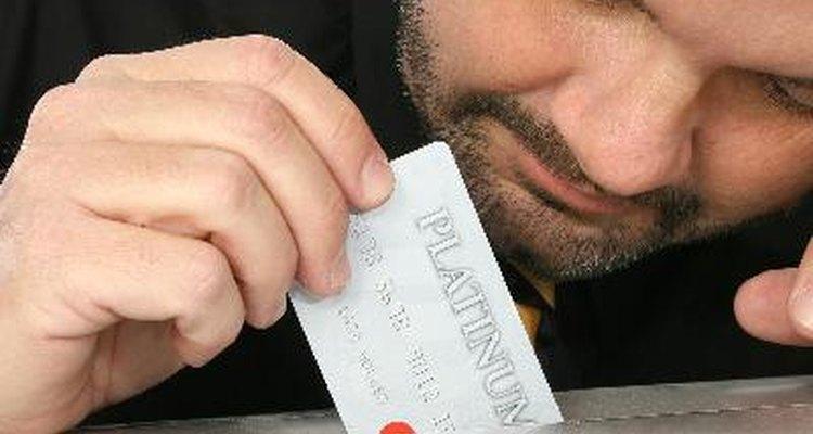 Las tarjetas de crédito nuevas cuentan con tecnología inteligente.
