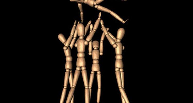 Irradiar energía en ejercicios para fomentar el espíritu de equipo ayuda a que todos se sientan involucrados.