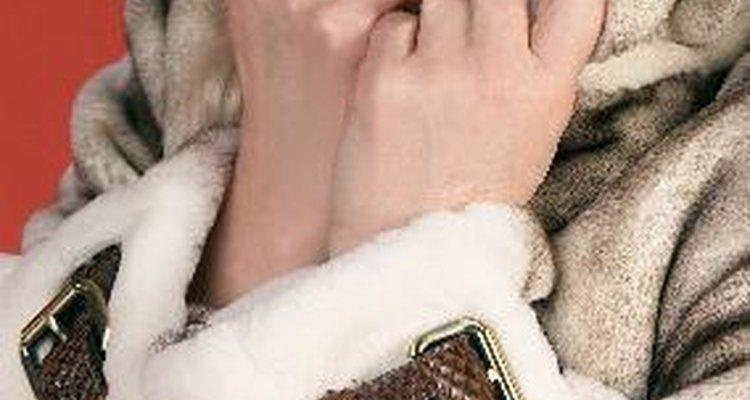 Hay varios tipos de animales se utilizan para hacer abrigos de pieles.