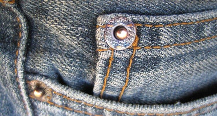 Los jeans se pueden usar para trabajar y funcionan todos los días, tanto en hombres como en mujeres.