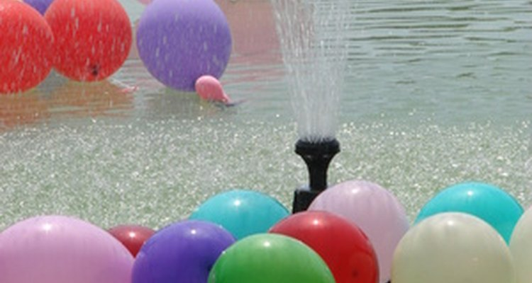 Organiza divertidos juegos con globos llenos de agua.