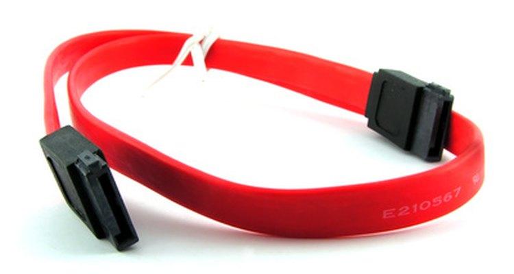 Discos rígidos SATA usam um cabo de sete pinos para transferir dados de e para a placa-mãe