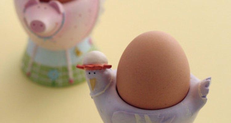 Seja paciente e gentil quando estiver removendo as cascas do ovo