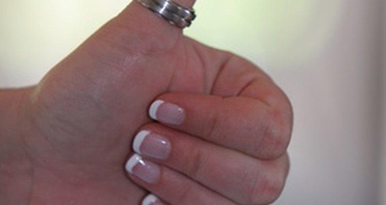Un anillo de plata para el pulgar puede significar fuerza, resolución y coraje.