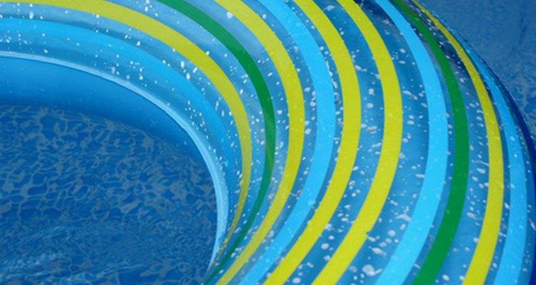 Aprenda como preparar uma piscina inflável para o verão