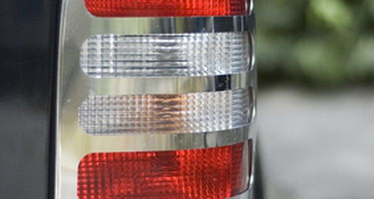 Procurar o que está errado com interruptor da luz de freio é um processo de eliminação